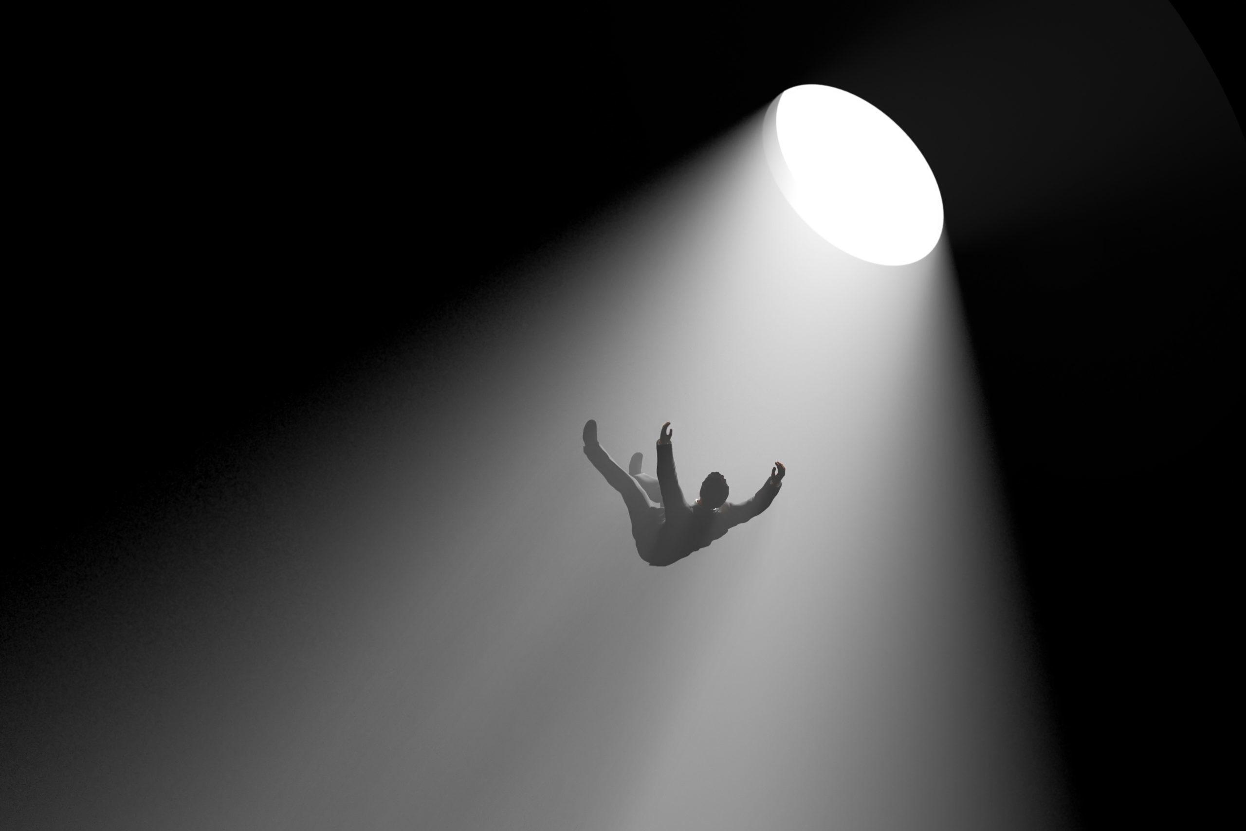 Bild eines Menschen, der in ein tiefes Loch fällt